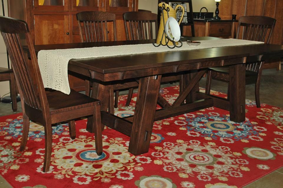 Amish Dining Tables: Leg vs. Pedestal