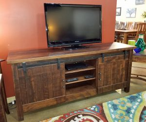 CLOSEOUT – TV stand